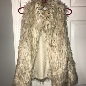 BB Dakota furry vest